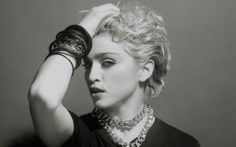 Hoje é o dia da Raínha da Pop !!!  Madonna Louise Veronica Ciccone, na década de 1980, revolucionou o mundo pop e escandalizouos media.  Si...