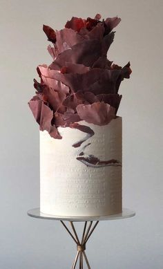 79 wedding cakes that are really pretty! 79 wedding cakes that are really prett. Naked Wedding Cake, Pretty Wedding Cakes, Wedding Cake Rustic, Wedding Cake Designs, Pretty Cakes, Beautiful Cakes, Amazing Cakes, Purple Wedding, Gold Wedding