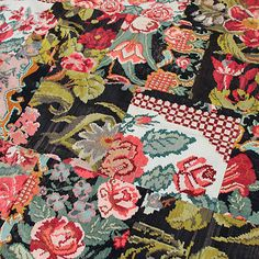 Rozenkelims en recoloured vloerkleden geven kleur aan jouw interieur | Interieur design by nicole & fleur