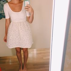 We can't get enough of this feminine dress @ohsonamely scored at her local TJ's.