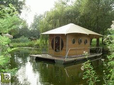 Portable cabin that can be placed up cement blocks, raised on stilts or floated on water. Designed by Jean-Jacques Lavoine of Lavoine Constructions Tiny House Swoon, Tiny House Living, Floating House, Floating In Water, Trailer Casa, Shanty Boat, Portable Cabins, Architecture Design, Casas Containers