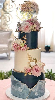 The Prettiest & Unique Wedding Cakes We've ever seen Pretty Wedding Cakes, Black Wedding Cakes, Unique Wedding Cakes, Beautiful Wedding Cakes, Wedding Cake Designs, Beautiful Cakes, Unique Weddings, Wedding Themes, Wedding Colors