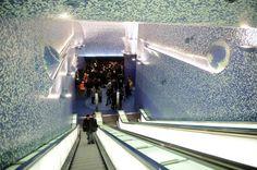 stazione metropolitana via toledo NAPOLI ITALY   (la più bella fermata metro d'Europa)