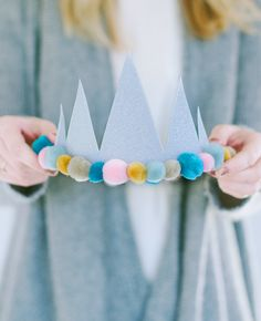 There is no going wrong with a simple and glittery birthday crown. A Subtle Reve… There is no going wrong with a simple and glittery birthday crown. A Subtle Revelry Diy Birthday Crown, Ball Birthday, Winter Birthday, Birthday Parties, Birthday Crowns, Birthday Wreaths, Birthday Cake, Elmo Birthday, Dinosaur Birthday