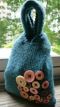 knitted knot bag complete with buttons