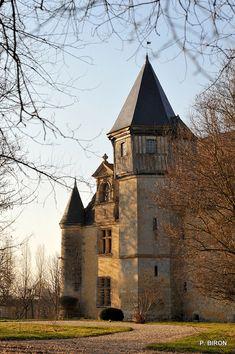 Chateau Medieval, Medieval Castle, Paris Country, Architecture Unique, French Images, Normandie France, French Castles, Tours France, Castle House