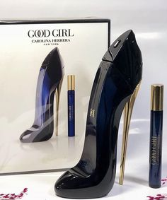 Good Girl Carolina Herrera, Perfume Carolina Herrera, Perfume Clean, Solid Perfume, Cheap Fragrance, Glass Roller Bottles, Perfume Scents, Perfume Atomizer, Essential Oil Perfume