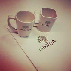 Дмитрий из ITMozg'a приехал и рассказал о методах продвижения вакансий в Digital.  И подарил две чашки! :) Приятно.  ps очень продуктивная встреча