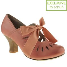 I didn't know hush puppies did such cute shoes. I liked all the ones I saw in Schuh!