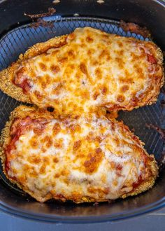 Air Fryer Chicken Parmesan - all the flavor and none of the fat! I am OBSESSED w. - Air Fryer Chicken Parmesan – all the flavor and none of the fat! I am OBSESSED with this crunchy - Air Fryer Oven Recipes, Air Frier Recipes, Air Fryer Dinner Recipes, Air Fryer Chicken Recipes, Air Fried Food, Air Fryer Healthy, Chicken Parmesan Recipes, Healthy Chicken, Slow Cooker Garlic Parmesan Potatoes