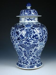 blue and white asian decor | chinese blue and white vase