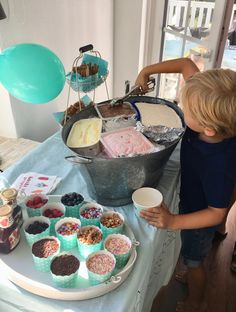 No more muffins: our cool ice cream buffet for the children& birthday party Ice bar . - No more muffins: our cool ice cream buffet for the children& birthday party Ice cream bar as - Ice Cream Buffet, Sundae Bar, Ice Bars, Ice Cream Social, Icecream Bar, Sleepover Party, Slumber Party Foods, Snacks Für Party, Ice Cream Party
