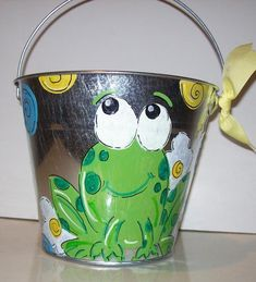 Cute Frog bucket perfect for teachers classroom or childs room hand painted and personalized The pin is MEINE FROSCHWELT****. Frog Theme Classroom, Classroom Decor, Kindergarten Classroom, Frog Activities, Easter Buckets, Frog Crafts, Paint Buckets, Cute Frogs, Teacher Favorite Things
