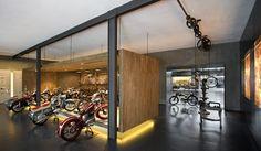 Berschneider + Berschneider, Architekten BDA + Innenarchitekten, Neumarkt: Nutzflächen im Museum f. hist. Maybach Fahrzeuge EXPRESS-Ausstellung