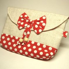 """I am dubbing this the """"Minnie Mouse"""" clutch!"""