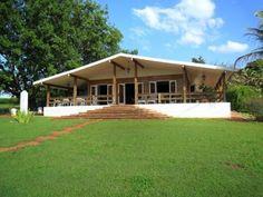 casas-na-roca-bonitas Cottage Restaurant, 2 Storey House, Simple House Design, Shipping Container Homes, Dream Bedroom, Bungalow, Pergola, Shed, Farmhouse
