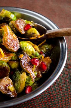 Citrus caramelized brussels sprouts with pomegranate molasses. Looks good. I will have to wait this until I get some pomegranate molasses though Side Recipes, Vegetable Recipes, Vegetarian Recipes, Cooking Recipes, Healthy Recipes, Caramelized Brussel Sprouts, Brussels Sprouts, Good Food, Yummy Food
