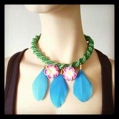 Collar Luvjan de seda con plumas y flores de resina www.facebook.com/bycosmicgirl