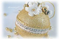 @KatieSheaDesign ♡❤ #Christmas  Christmas Baubles - A styrofoam ball and your imagination ....
