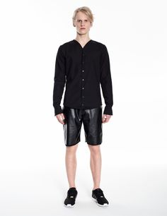 Model is wearing: black no-collar shirt & black COMBO-shorts made of eco-leather