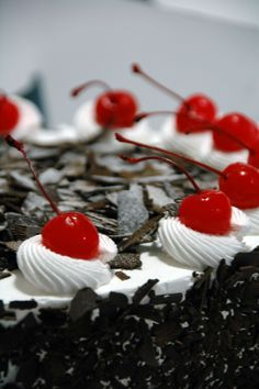 How to make a Black Forest Cake – Recipes Round Up