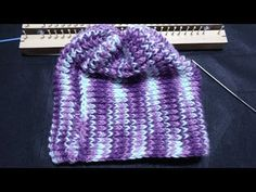 Aprenda a fazer um Gorro no Tear de 26 pregos Para Adulto/ Gorro folia - YouTube Diy Paso A Paso, Loom Knitting Stitches, Broomstick Lace, Beanie, Weaving Patterns, Loom Weaving, Diy Tutorial, Mantel, Knitted Hats