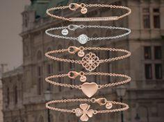 Neu: #Silber und #Roségold gehen in dieser Saison eine trendige Liaison ein. Grund genug für #Fashionistas, die minimalistische Schmuckvielfalt in zahlreichen Varianten immer wieder neu zu interpretieren. #bracelets #Armbänder #braceletstacks #armcandy