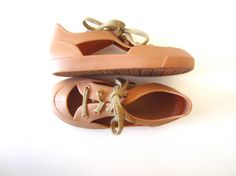 Retro Vinyl Kid's Lace Up Shoes in Camel