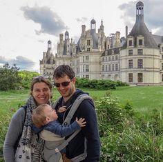 """Viajando en familia por los Castillos del Valle del Loira en Francia. En la foto el Château de Chambord pero en el recorrido vimos más de 10. Desde el de Cheverny en el que se inspiró el autor de las Aventuras de Tintín hasta el de Usse de la Bella Durmiente el de Villendry con sus hermosos jardines hasta por donde pasó sus últimos años de vida Leonardo Da Vinci (y allí se encuentra enterrado).   En nuestro último artículo: """"Castillos del Loira ruta en coche de 3 días"""" te contamos los…"""