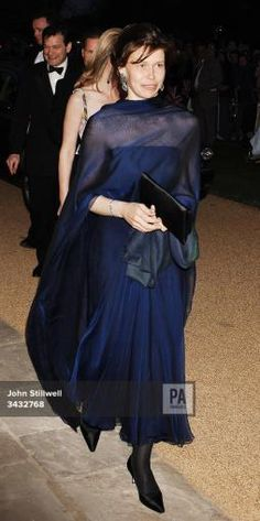 Lady Sarah Chatto arrives at Kew Palace for a dinner to celebrate the Queen's birthday, this… Margaret Rose, Princess Margaret, Princess Diana, Lady Sarah Armstrong Jones, Lady Sarah Chatto, Kate And Harry, Dressed To The Nines, Chanel, Celebrity Outfits