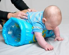 Los juegos del recién nacido son actividades simples que ayudan a estimular los músculos y los sentidos de tu bebé. Hacerlos contribuirá con su desarrollo.