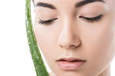 L'impact des années sur la peau vous préoccupe ?  Des rides autour des yeux, des lèvres, des ridules et pores dilatés peuvent apparaître au fil du temps.  Parmi les options naturelles pour les atténuer , l'aloe vera est un puissant anti-oxydant auquel vous pouvez réfléchir.  Découvrez comment dans cet article. Aloe Vera Visage, Drop Earrings, Eyes, Drop Earring