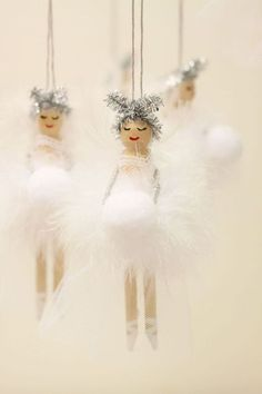 Christmas decoration Wooden Fairy Peg Doll white Idea Source by augenzucker pin crafts Christmas Fairy, Diy Christmas Ornaments, Christmas Angels, Diy Christmas Gifts, Christmas Projects, Kids Christmas, Handmade Christmas, Holiday Crafts, White Christmas