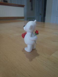Osito enamorado. Polymer Clay Flowers, Fimo Clay, Polymer Clay Art, Fondant Figures, Clay Figures, Baby Girl Cookies, Mini Wedding Cakes, Fondant Animals, Bear Valentines