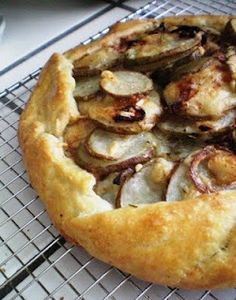 A Savory Onion, Potato, Gruyere Galette – Notebook Worthy Savory Pastry, Savory Tart, Savoury Pies, Tart Recipes, Cooking Recipes, Galette Recipe, Think Food, Yummy Food, Tasty