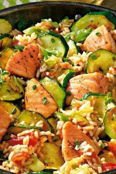 Light everyday dish: salmon pancakes with zucchini - Leichtes Alltagsgericht: Lachspfanne mit Zucchini This salmon pan with zucchini is full of healthy nutrients. With less than 400 calories a great meal to feel good! Fajita Bowl Recipe, Chicken Fajita Bowl, Salmon Recipes, Meat Recipes, Chicken Recipes, Cooking Recipes, Shrimp Recipes, Snacks Recipes, Healthy Chicken