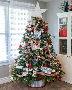 BEAUTIFUL Christmas Home Tour - pretty and festive ideas to help you decorate your own home for the holidays. diy christmas gifts, christmas present idea, christmas gift wrapping Cheap Christmas, Christmas Tree Themes, Noel Christmas, Outdoor Christmas Decorations, Rustic Christmas, White Christmas, Fireplace Decorations, Simple Christmas, Christmas Fireplace