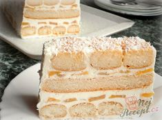 Nepečený piškotový tunel s broskvemi | NejRecept.cz Trifle Desserts, Dessert Recipes, Keks Dessert, Patio Kitchen, Party Snacks, Vanilla Cake, Ham, Food Porn, Sweets