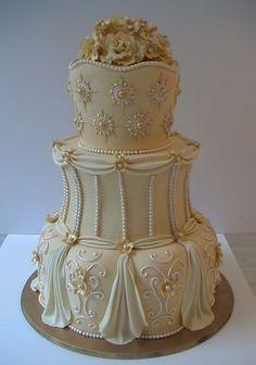 34 Beautiful Classic Wedding Cake Design And Decorating Ideas - Elegant Wedding Cakes, Elegant Cakes, Beautiful Wedding Cakes, Gorgeous Cakes, Pretty Cakes, Amazing Cakes, Cake Wedding, Gold Wedding, Purple Wedding