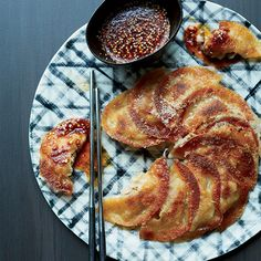 Pork-Kimchi Dumpling Pancakes -10   ounce(s)  ground pork   2   scaillions,   1/3   cup  kimchi, drained and finely chopped   2   clove  garlic, minced   1   T  minced  ginger   1   large beaten egg,   1   T  soy sauce   1   tea salt   1/4   cup  firm tofu,   30   round wonton wrappers   1 1/2  T  cornstarch   3   T  oil