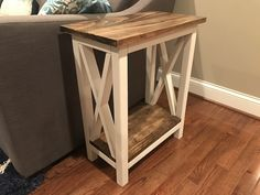Step-by-step instructions for a farmhouse x side table that costs under 50 and looks better than what you can buy in the store for the same price Farmhouse End Tables, Diy End Tables, Side Tables Bedroom, Diy Table, Diy Furniture Plans, Farmhouse Furniture, Furniture Projects, Rustic Furniture, Luxury Furniture