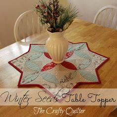 Winter Seeds Table Topper Welcome to the June edition of Christmas Once a Month! I have a quick and easy table topper to share with you that would make a great hostess gift or an added holiday touch to any table! Table Runner And Placemats, Quilted Table Runners, Small Quilt Projects, Quilting Projects, Small Quilts, Mini Quilts, Mesa Country, Christmas Sewing, Christmas Crafts