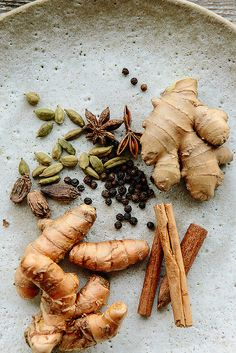ingredients for turmeric Chai // the year in food Indian Food Recipes, Healthy Recipes, Food Photography Tips, Spices And Herbs, Ayurveda, Food Art, Love Food, Latte, Herbalism