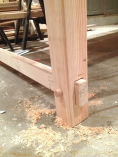 Farmhouse Table ----Like this stretcher!