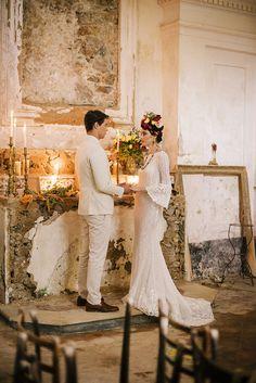 Frida Kahlo inspired wedding on the Amalfi Coast Layer Cake) Wedding Photography Poses, Wedding Photography Inspiration, Wedding Inspiration, Wedding Trends, Wedding Styles, Wedding Photos, Wedding Ideas, Frida Kahlo Wedding, Wedding Suits