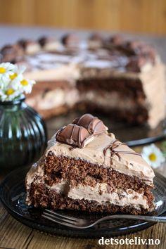 Sjokoladekake med Kinder Bueno (Kinderkake) | Det søte liv Heavens, Cake, Sweet, Desserts, Food, Candy, Tailgate Desserts, Deserts, Kuchen