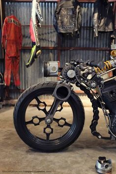 4h10 — tigercatt: Handbuilt Motorcycle Show whaatttttt