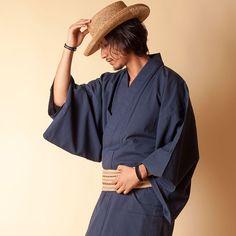 【楽天市場】【父の日 ギフト プレゼント】[即日発送可]【浴衣+帯+下駄+腰紐】高級シアサッカー・男性用お仕立て上がり浴衣4点セット |ゆかた メンズ 桐 げた 綿 麻 大きいサイズ 角帯 お父さん 夏物 夏服 和服 和装 ファッション ブランド おしゃれ 大人 無地 小物 祖父 青 モダン:きもの市場あんのん Male Kimono, Yukata Kimono, Japanese Outfits, Japanese Fashion, Fashion Poses, Fashion Outfits, Modern Kimono, Gents Fashion, Japanese Kimono