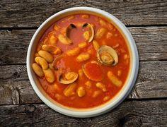 Puszka fasoli - poznaj 4 przepisy, które możesz na jej bazie przygotować! Chana Masala, Cheeseburger Chowder, Thai Red Curry, Nutrition, Beans, Soup, Ethnic Recipes, Kitchen, Pork Belly