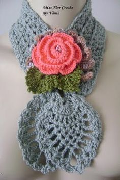 Wish I could find a pattern for this scarf!
